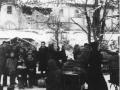 Réfugiés sortant des caves de la brasserie en janvier 1945
